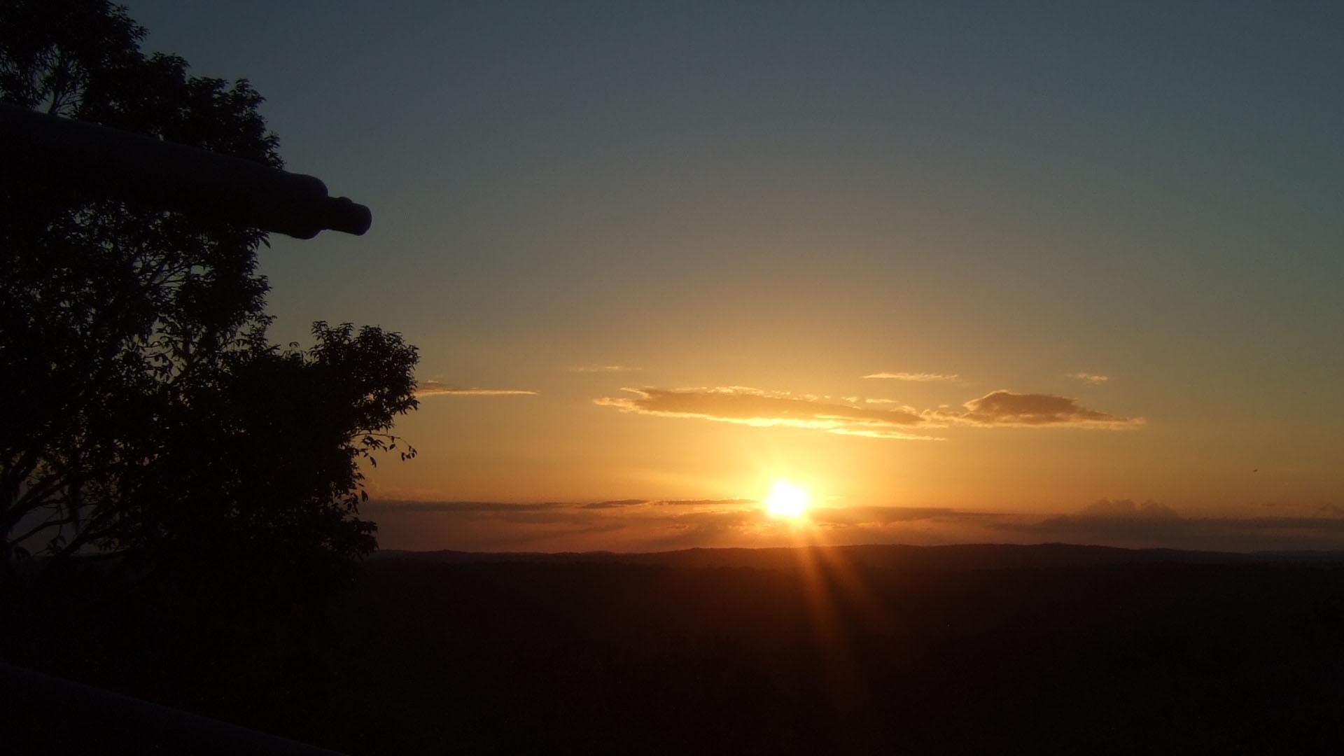 Tikal'de Güneş Batışı